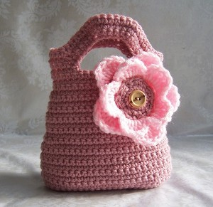 Pattern: Little Ruffled Girly-Girl Purse « One of a Kindness