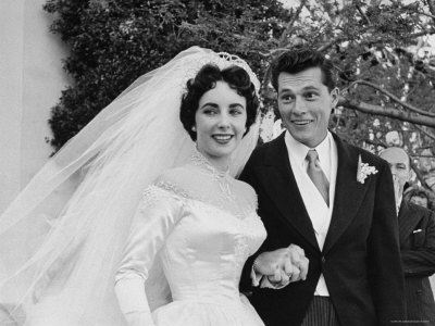 queen elizabeth wedding gown. Dame Elizabeth Taylor has died