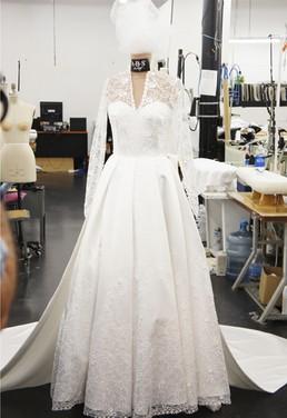 Abs kate middleton dress abs allen schwartz lace for Knock off kate middleton wedding dress
