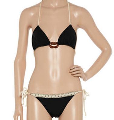 Undrest halterneck bikini