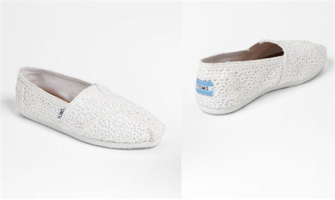 39c65706a43 TOMS Released A White Version Of Their Best-Selling Crochet Pair (To Better  Match Your Dress)