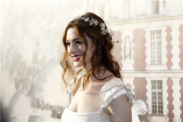 Anne hathaway wedding dress anne hathaway valentino a list actress and rachel zoe client anne hathaways wedding may be sooner than you think though rumors of a postponement swirled earlier this summer junglespirit Gallery