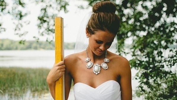 a guide to buying your wedding accessories online