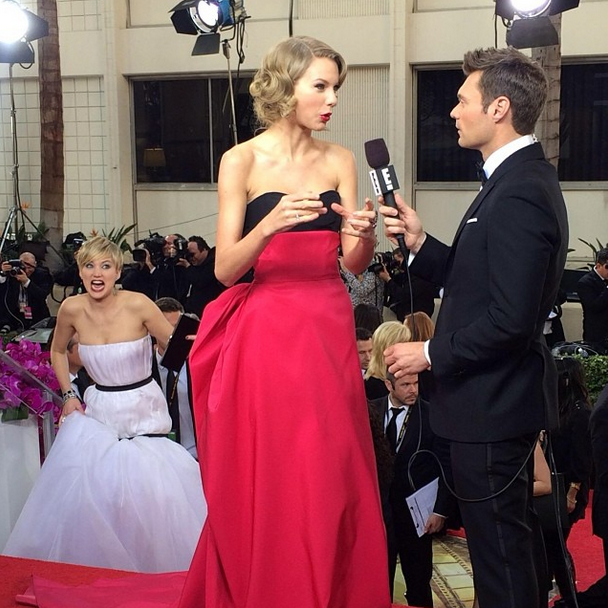 Jennifer Lawrence Photobomb