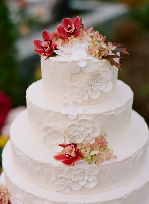 white wedding cake 1
