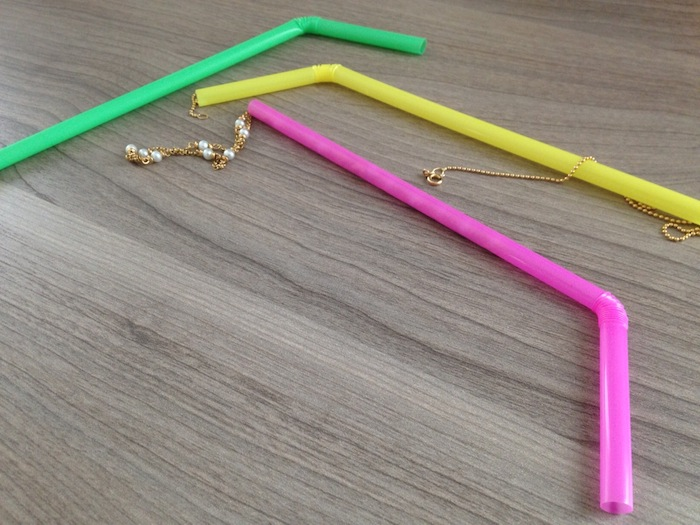 Use straws to pack your necklace chains...