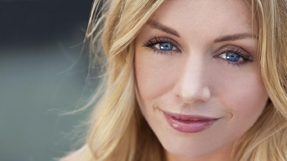 Makeup Tips For Blue Eyes Best Makeup Tricks For Blue Eyes