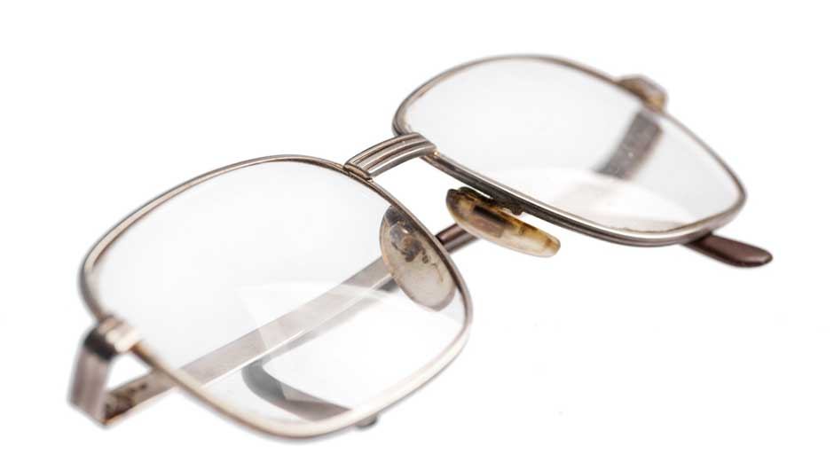 Glasses Frames Dirty : How To Clean Your Eyeglasses