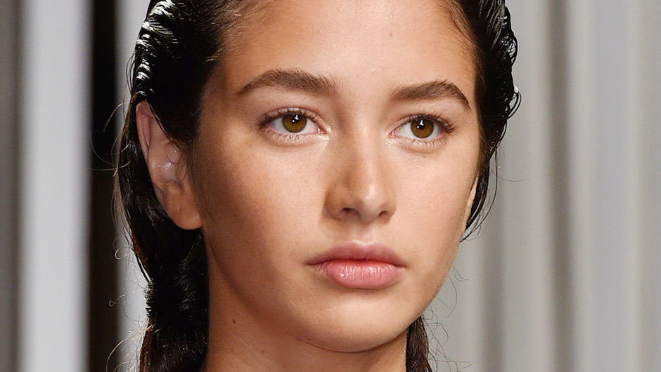 How To Recreate The Fresh Out Of The Shower, No Makeup Look From The Milly Runway