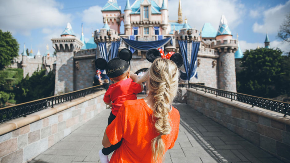 What To Wear To Disney World: Rose Gold Minnie Mouse Ears And More!
