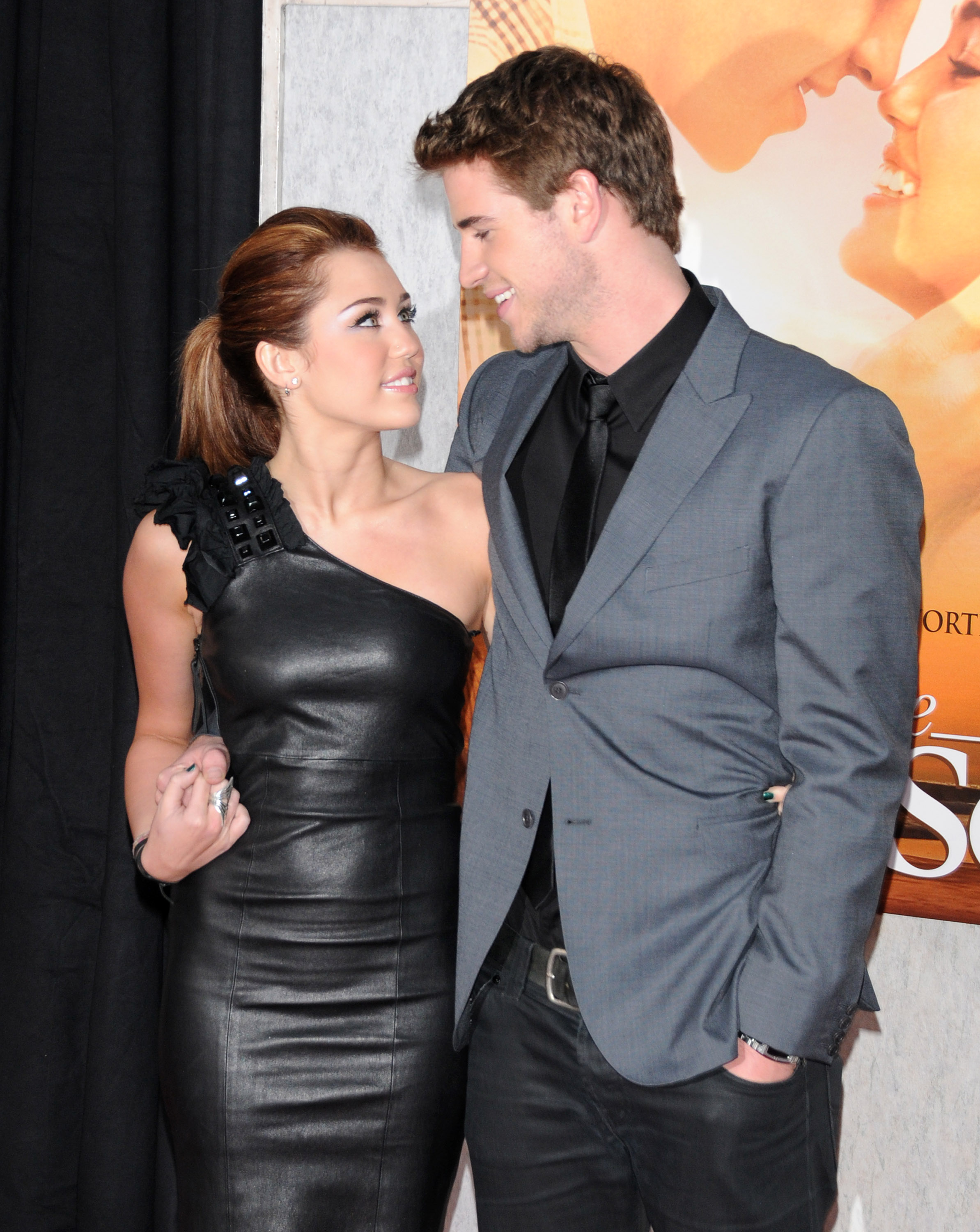 liam hemsworth and miley cyrus dating 2010 Miley cyrus explains why she doesn't envision marriage, even though she's still engaged to liam hemsworth.