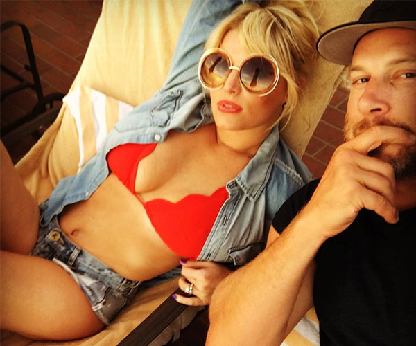 Jessica Simpson Looked Red-Hot In Her Bikini And Daisy Dukes On Valentine's Day