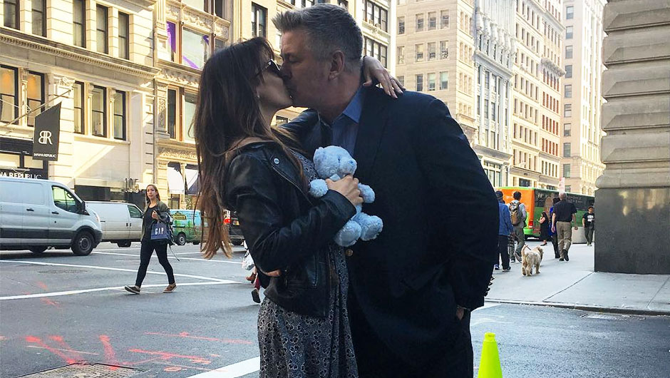 Alec & Hilaira Baldwin Kissing freely on Read