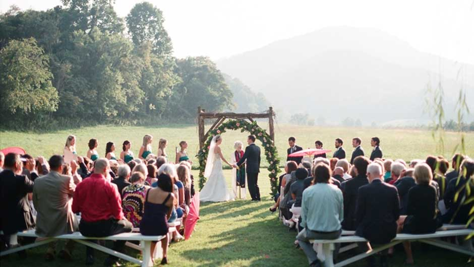 Invited To An Outdoor Wedding This Spring Or Summer Here S What Wear
