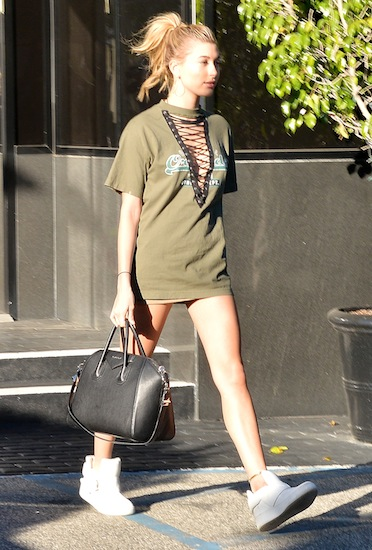 NO JUST JARED USAGE Kendall Jenner, Hailey Baldwin out for lunch and some retail therapy at Barneys New York Pictured: Kendall Jenner, Hailey Baldwin Ref: SPL1183077 211115 Picture by: Splash News Splash News and Pictures Los Angeles:310-821-2666 New York: 212-619-2666 London: 870-934-2666 photodesk@splashnews.com