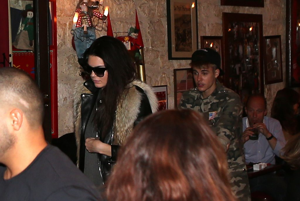 Justin Bieber and Kendall Jenner leave a restaurant in Paris on September 30, 2014. Pictured: Kendall Jenner and Justin Bieber Ref: SPL854683 300914 Picture by: KCS Presse / Splash News Splash News and Pictures Los Angeles:310-821-2666 New York: 212-619-2666 London: 870-934-2666 photodesk@splashnews.com
