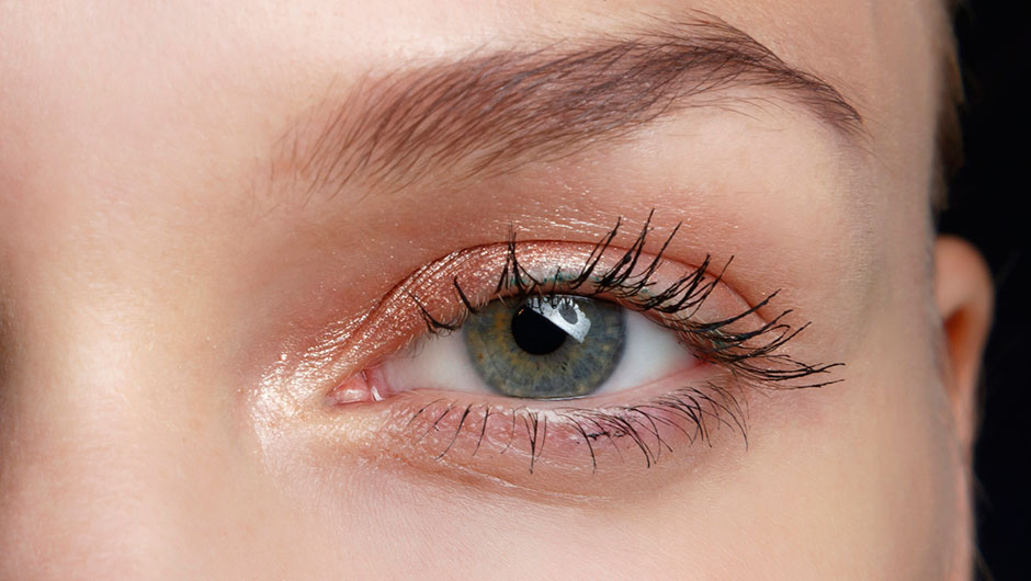 How To Clean Mascara Off Eyelid How To Remove Mascara