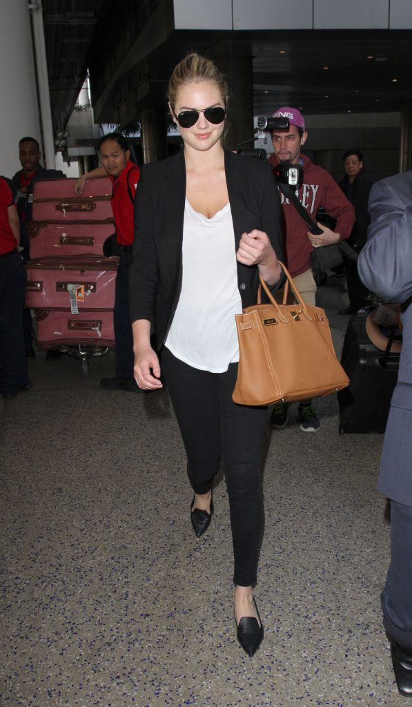 Supermodel, Kate Upton arrives in Los Angeles wearing skinny jeans, a black blazer & a lowcut blouse. The sexy model/actress was seen at LAX making her way to a waiting limo. Pictured: Kate Upton Ref: SPL1194514 111215 Picture by: Sharky / Splash News Splash News and Pictures Los Angeles:310-821-2666 New York: 212-619-2666 London: 870-934-2666 photodesk@splashnews.com