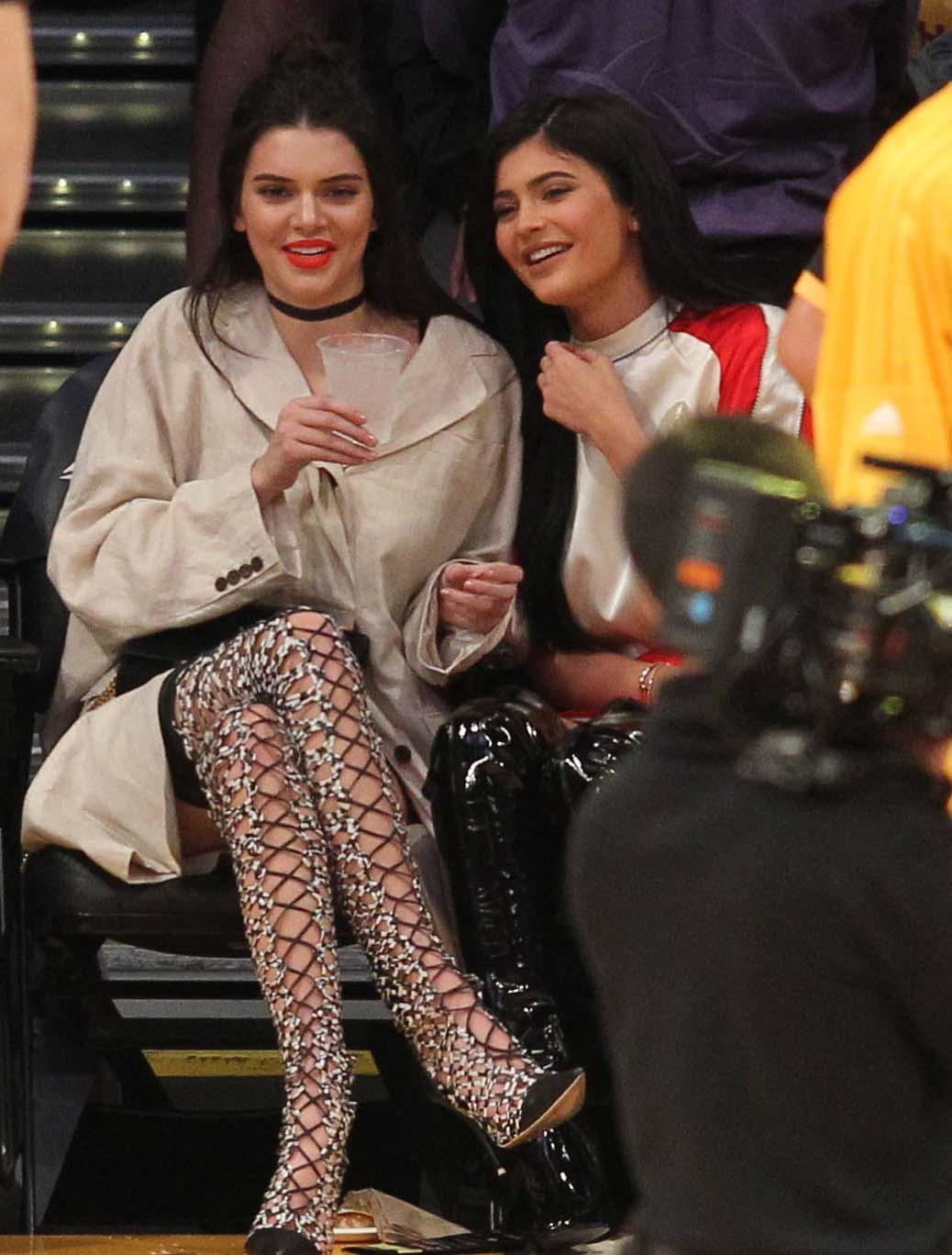 Tuesday March 15, 2016; Kendall and Kylie Jenner out at the Lakers game. THe Sacramento Kings defeated the Los Angeles Lakers by the final score of 106-98 at Staples Center in downtown Los Angeles, CA. Pictured: Kendall and Kylie Jenner Ref: SPL1247407 150316 Picture by: London Ent / Splash News Splash News and Pictures Los Angeles: 310-821-2666 New York: 212-619-2666 London: 870-934-2666 photodesk@splashnews.com