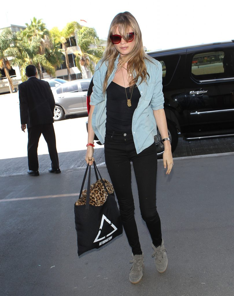 ***MANDATORY BYLINE TO READ INFPhoto.com ONLY*** A makeup-less Behati Prinsloo arrives at LAX airport in Los Angeles, CA. Pictured: Behati Prinsloo Ref: SPL993291 060415 Picture by: INFphoto.com