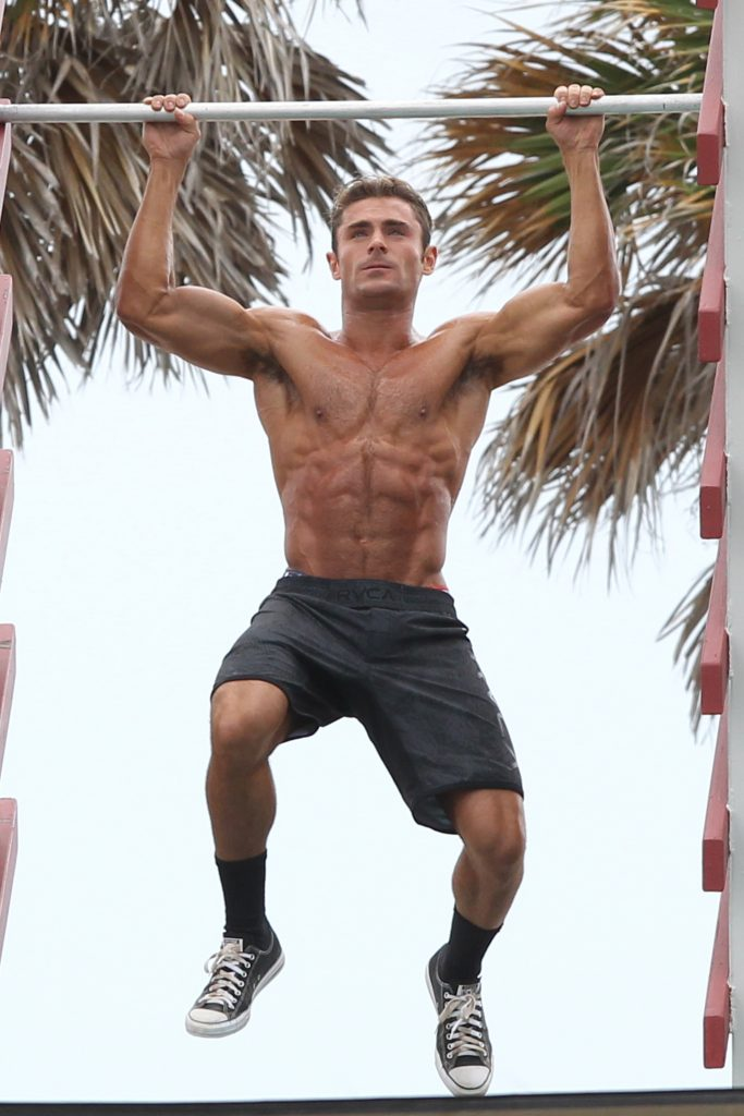 Zac Efron displaying his muscles while doing pullups in Miami Beach Pictured: zac efron Ref: SPL1242411 080316 Picture by: Splash News Splash News and Pictures Los Angeles: 310-821-2666 New York: 212-619-2666 London: 870-934-2666 photodesk@splashnews.com
