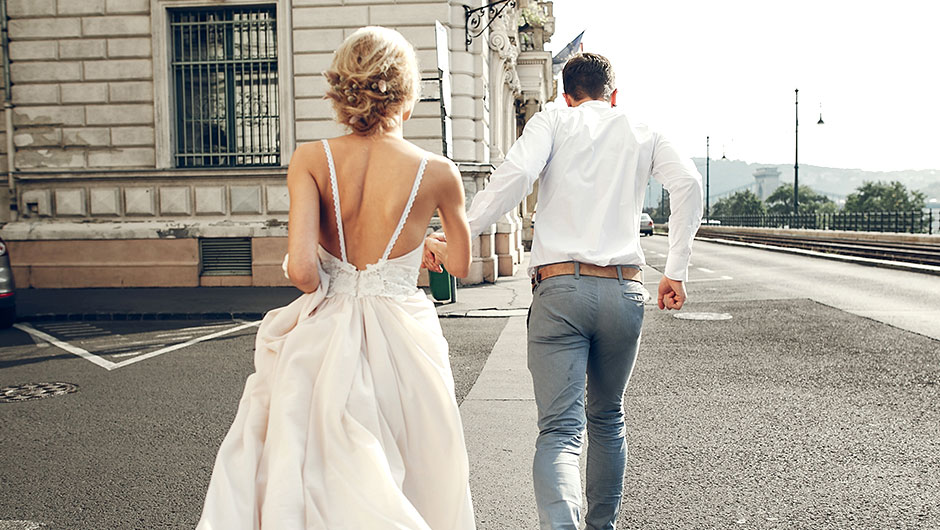 How To Spend Less Than $1,000 On Your Wedding Photos