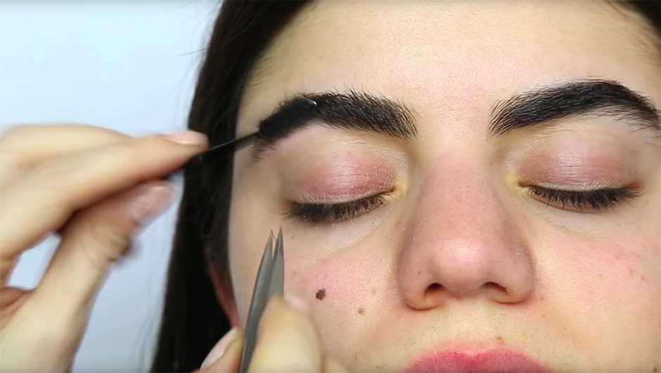 How To Shape Eyebrows Eyebrow Shaping Tutorial Eyebrow Shaping Video