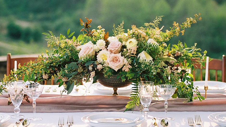 How To Spend Less Than $1,000 On Wedding Flowers