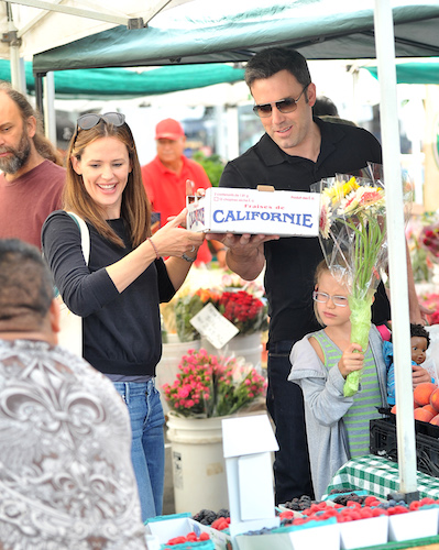 Jennifer Garner and Ben Affleck spent quality time with their children Violet and Samuel at a local farmer's market where they picked up fresh fruit and vegetables. Ben and violet surprised Jen with fresh flowers as she was off buying avocados. Little samuel wore a Boston cap. Pictured: Jennifer Garner, Ben Affleck and Violet Affleck Ref: SPL592819 110813 Picture by: Fern / Splash News Splash News and Pictures Los Angeles: 310-821-2666 New York: 212-619-2666 London: 870-934-2666 photodesk@splashnews.com