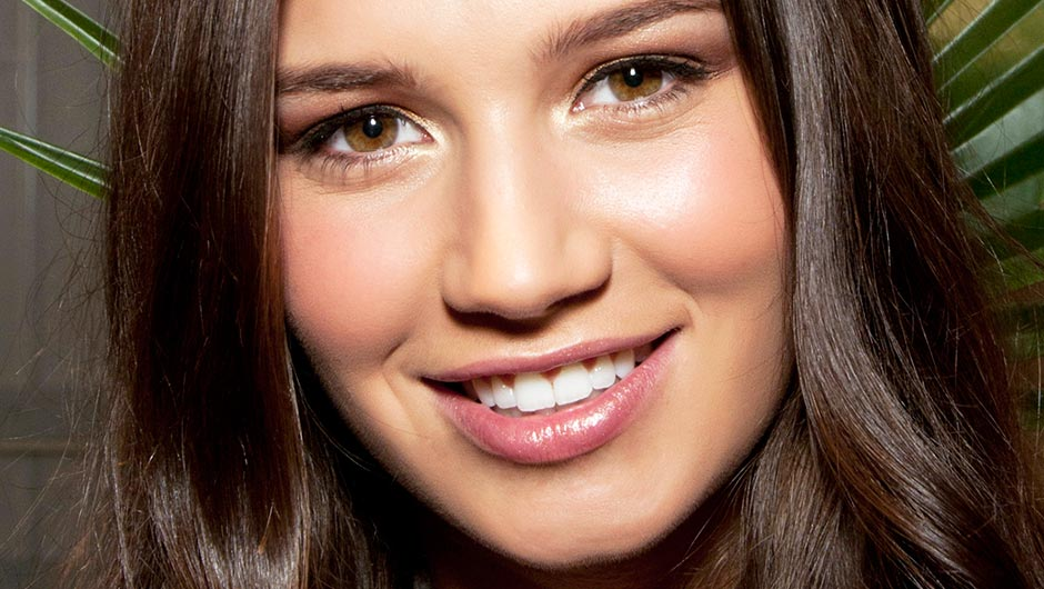 How To Whiten Your Teeth At Home So You Don't Have To Go To The Dentist