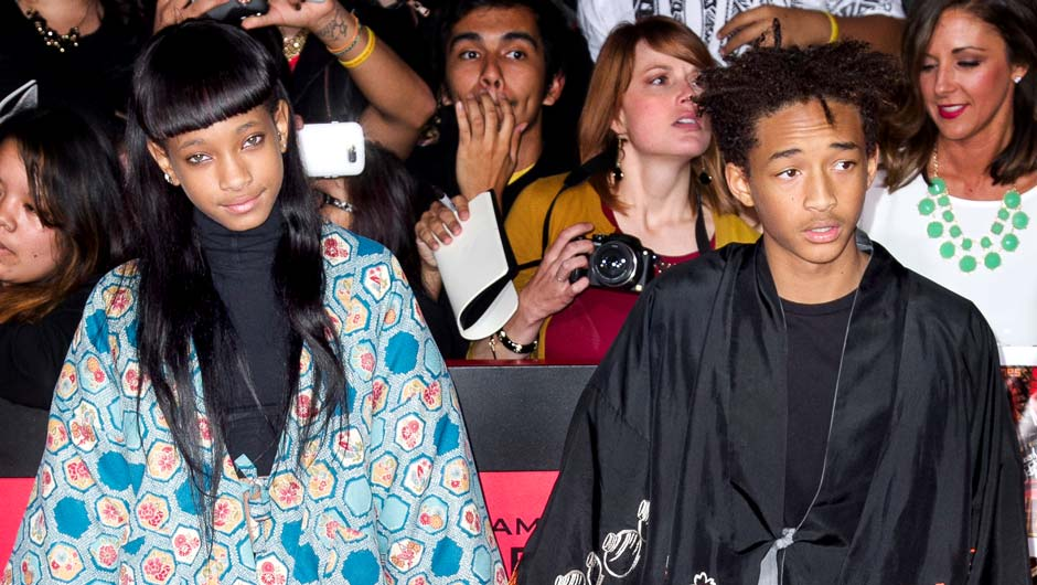 One of Hollywoodu0027s (and our) favorite sibling duo Willow and Jaden Smith are known for much more than just their really really famous parents.  sc 1 st  SHEfinds & Willow and Jaden Smithu0027s Craziest Outfits