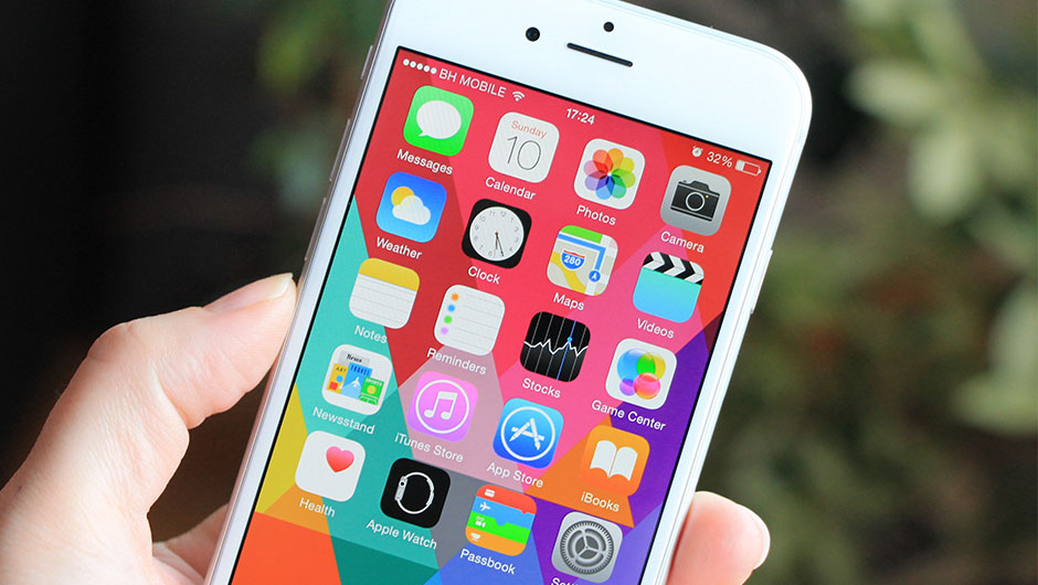 4 genius ways to organize your iphone apps 15 minute news for Cool way to arrange iphone apps