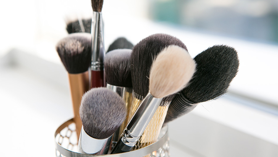 Your vanity may be filled with the best luxury or drugstore makeup money can buy, but without a killer set of makeup brushes, you'll never do all of those ...