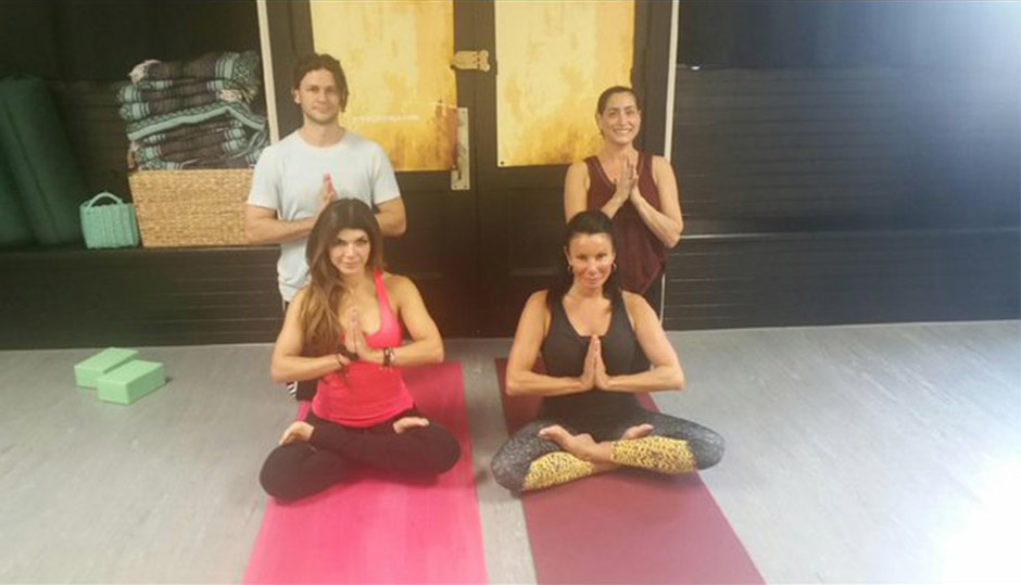 Teresa Giudice & Danielle Staub Do Yoga Together