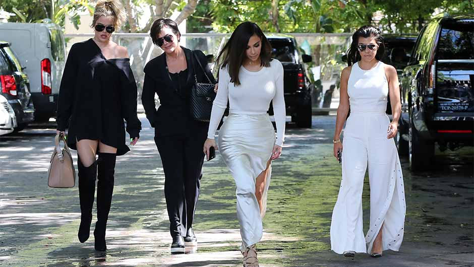 Kardashian jenner family christmas card 2018 presidential election ...