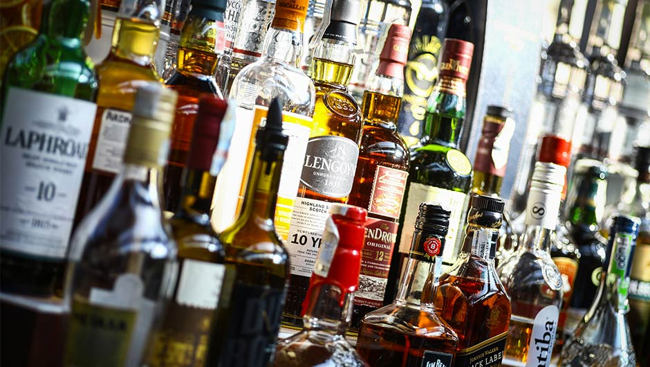 The Best Alcoholic Drinks, According To Nutritionists