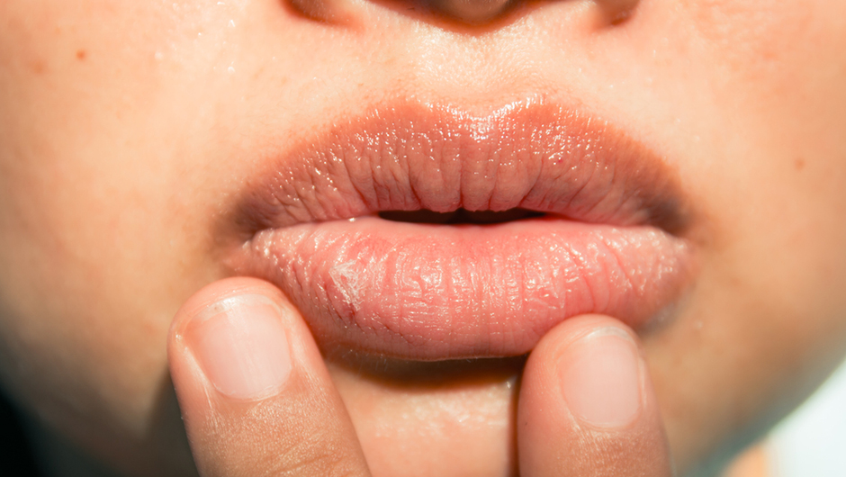 how to stop making noises with your lips