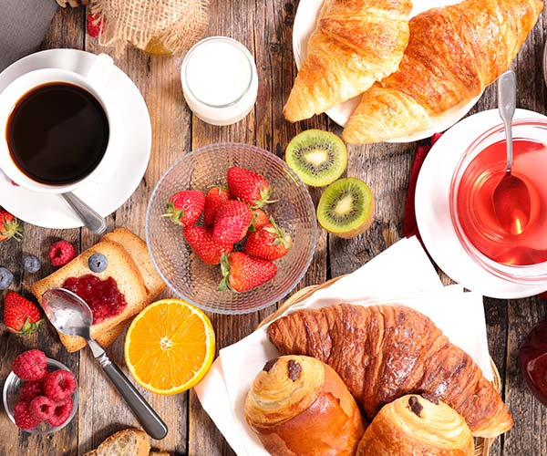 The One Thing You Should Drink At Breakfast For Weight Loss, According To A Nutritionist