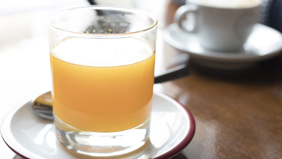 The One Thing You Should Add To Your Morning Drink For Better Skin