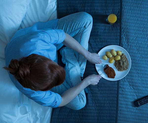 Nutrition : 30 Foods to Eat and Avoid Before Bed