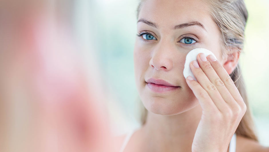 4 Cheap Natural Makeup Removers Dermatologists Swear By