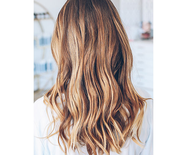 Having a wavy hair look is extremely simple. All you need to do is follow this quick video for some awesome 5-minute waves that'll make you look like you ...