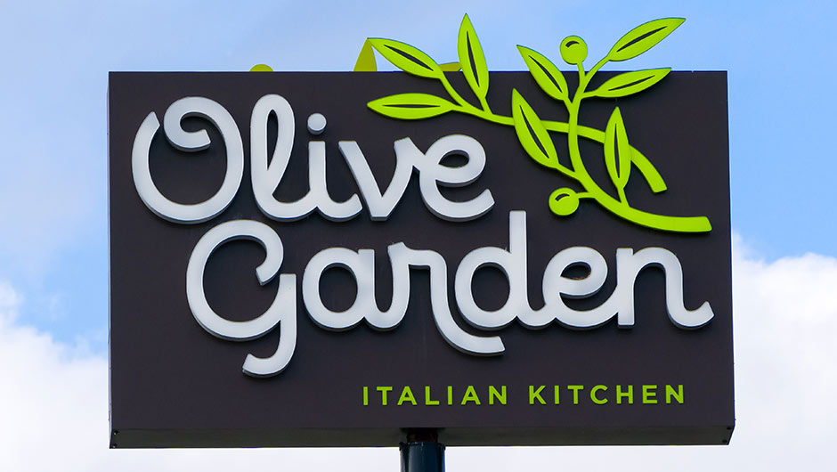 The One Thing You Should Never Say When Ordering Food At Olive Garden According To An Employee