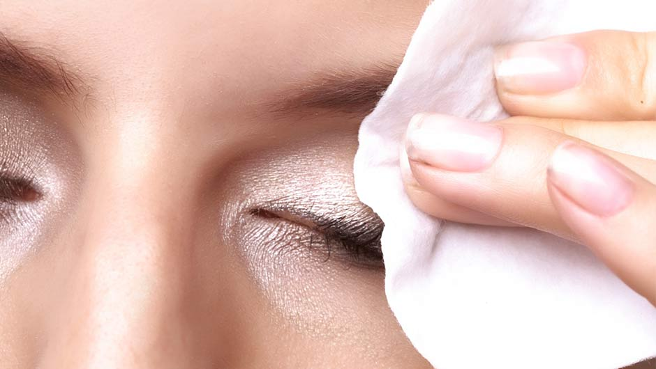 This Is How To Remove Your Mascara Completely #SHEfindsSolutions