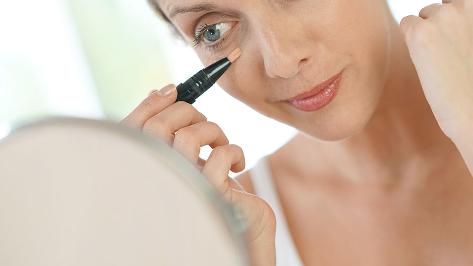 5 Makeup Tips Every Woman Over 40 Should Know To Stop The Signs Of Aging