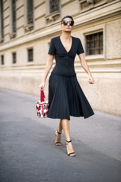 243cd2c0918 This Is Exactly How To Wear Midi Skirts If You re Under 5 2 - SHEfinds