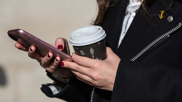 How To Use Your iPhone To Shop All Of The Best End-Of-Season Sales