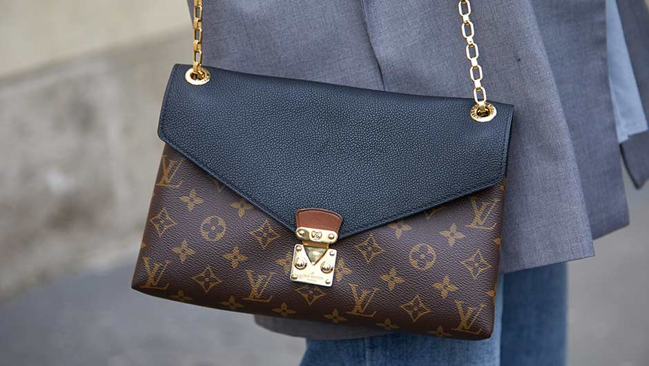 "108f9867ddea Few bags are more iconic than the notorious Louis Vuitton Neverfull style.  Whether it s decked out with the ""LV"" monogram or the classic checker  print"