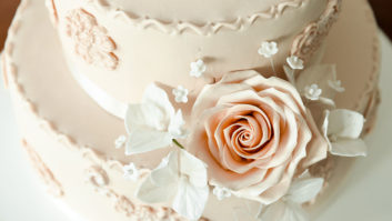5 Things Couples Always Forget About Saving Their Wedding Cake