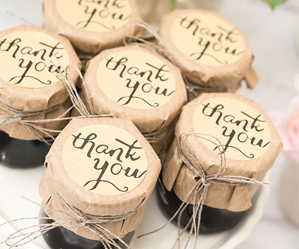 Wedding Guest Favors.7 Mistakes Couples Make On The Wedding Favors Shefinds